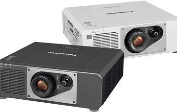 Huvudbild av Panasonic PT-FRZ60-projektorn.