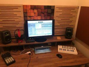 Perfekt akustisk ljudabsorberande panel i en liten husstudio