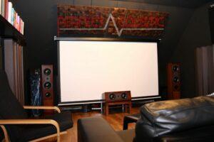 akustikdesign i biograf med akustiska absorbatorer (2)