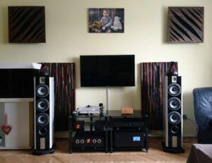 akustisk diffusor placerad i biografrummet