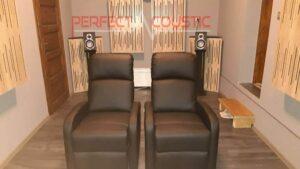 akustisk hemmakonstruktion med akustikpaneler på frontpanelen