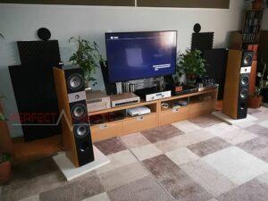 akustisk hemmakonstruktion med diffusor akustikpaneler på frontpanelen (2)
