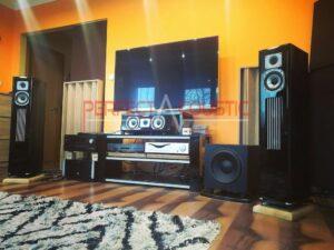 användning av akustiska spridare bakom högtalarna (4)