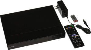 bdp-s6700-spelare-med-kabel-och-fjärrkontroll