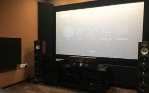hemmabio akustisk design med hörnbasabsorbent