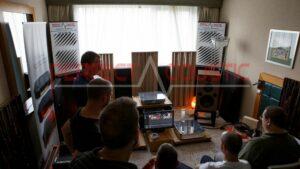 hifi utställningsrum akustikdesign med akustiska absorbenter