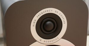 q-akustisk-nah-bild.
