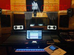 studioakustik med ljudabsorberande element (2)