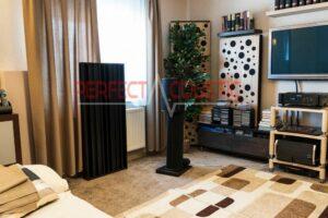 vardagsrum med akustiska paneler (2)