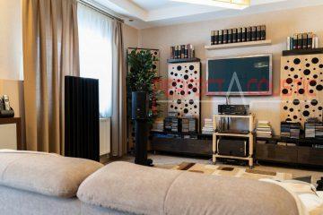 vardagsrum med akustiska paneler
